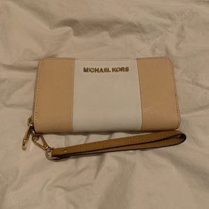 Authentic Michael Kors Mobile Wristlet Wallet